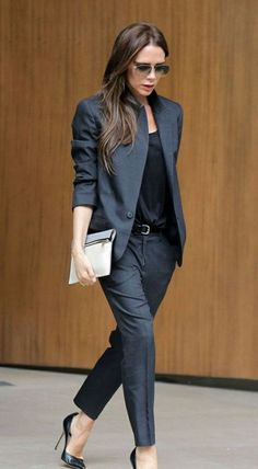 Business looks for women according to the current trends 2016 - Business fashion for ladies Victoria Beckham - Casual Work Outfits, Business Casual Outfits, Professional Outfits, Work Attire, Work Casual, Chic Outfits, Outfit Work, Girl Outfits, Casual Attire