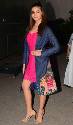 Alia Bhatt is one such Bollywood style icon. Bollywood Celebrities, Bollywood Fashion, Bollywood Actress, Bollywood Outfits, Western Outfits, Western Wear, Alia Bhatt Lehenga, Aalia Bhatt, Alia Bhatt Cute