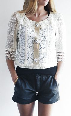 Cute top!!! Shorts are too but that top though!!!
