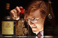 Uísque (Foto: Getty Images)  Provar uísque sem tirá-lo da garrafa pode parecer dilema impossível de resolver, mas é exatamente o que um grupo de fisicistas da Universidade de St. Andrews, na Escócia, está tentando solucionar. A técnica, descrita por um paper publicado em períodico cientifico no mês de agosto, envolve lançar raios de laser para dentro da garrafa. Ao passar pelo líquido, a luz do laser fica di