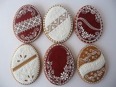 Gingerbread cookies with Hungarian egg motifs No Egg Cookies, Galletas Cookies, Fancy Cookies, Iced Cookies, Cute Cookies, Easter Cookies, Holiday Cookies, Summer Cookies, Heart Cookies