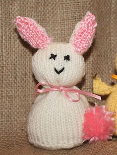 Knit an Easter bunny :: easy knitting patterns :: toys to knit