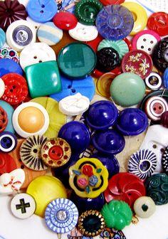 Colorful vintage buttons. Cool Buttons, Vintage Buttons, Vintage Yellow, Vintage Colors, Sewing Notions, Button Crafts, Vintage Sewing, Colorful, Hairstyles