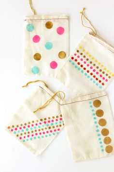 Make these DIY hand-stamped party favor bags. So cute and easy!