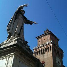 #Ferrara, Statua del Savonarola e Castello Estense - Instagram by @pattyrossy