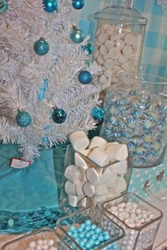 Pretty decor at a Winter Wonderland party! See more party ideas at CatchMyParty.com! #partyideas #winter Frozen Birthday Party, Winter Birthday Parties, Disney Frozen Party, Frozen Theme Party, Winter Parties, Parties Kids, Tea Parties, Winter Wonderland Birthday, Winter Wonderland Christmas