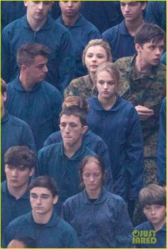 Chloe Moretz Is Surrounded by Blue on 'Fifth Wave' Set!: Photo Chloe Moretz wears an army outfit while being surrounded by a sea of kids dressed in blue outfits on the set of her upcoming movie The Fifth Wave on Tuesday (November… The Fifth Wave Book, The 5th Wave Series, Movies Showing, Movies And Tv Shows, The 5th Wave 2016, The Last Star, Nick Robinson, Wave 3, Books