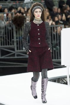 Chanel Fall 2017 Ready-to-Wear Fashion Show Collection