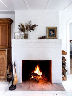 a cozy cottage on fire island. / sfgirlbybay - - a cozy cottage on fire island. Living Room White, Living Room With Fireplace, White Rooms, Living Rooms, Fire Island, Long Island, Brick Fireplace Makeover, Fireplace Design, Fireplace Ideas