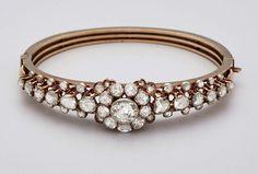 Armreif Russland um 1900wohl Karl Fabergé 56er-Rotgold, gest. KF., Diamantrosen zus. ca. 6,20 ct — Schmuck