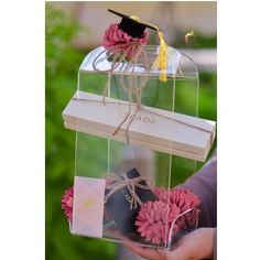 Graduation gift ����‍�� #cadeau #gift #makinggifts #flower #graduation #weddinggift #packaging #ksa #هدايا_تخرج #هدايا #ورد #الاحساء http://gelinshop.com/ipost/1517302087553056245/?code=BUOijWpjv31