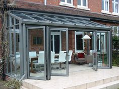 A guide to choosing, prices and installation of lean to conservatories. This buyers guide contains all the information you need know to choose the correct lean to conservatory for you. Lean To Conservatory, Conservatory Extension, Glass Conservatory, Conservatory Design, Garden Room Extensions, House Extensions, Moderne Lofts, Curved Pergola, Garage Organization