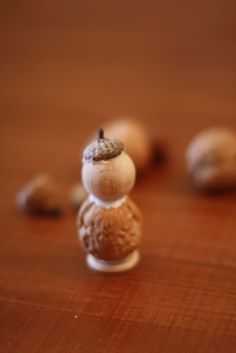 nature craft- decorate wooden peg people with natural elements Art For Kids, Crafts For Kids, Diy Crafts, Fairy Dust Teaching, Acorn Crafts, Niklas, Glands, Waldorf Crafts, Fall Preschool