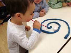 """Guarderia los pitufos: Seguimos jugando con el aire """" La espiral y los rollitos"""""""