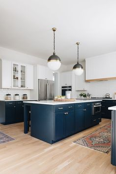 kitchen with hanging pendants, white countertops and backsplash and navy accent lower cabinets Upper Cabinets, Base Cabinets, Decorating Your Home, Diy Home Decor, Best Kitchen Designs, Kitchen Ideas, Kitchen Inspiration, Two Tone Kitchen, Kitchen Colour Schemes