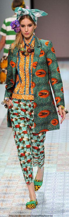 Vous aimez le wax? Retrouvez tous les articles et sélections sur le wax ici : https://cewax.wordpress.com  Retrouvez les créations CéWax en tissu africains en vente ici: http://cewax.alittlemarket.com - Milan Spring 2014 - Stella Jean
