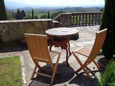 Bitte Platz zu nehmen ... Blick vom Il Palagio in die Umgebung