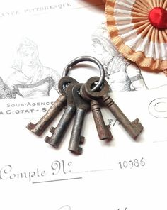 Vintage Family of Five (5) Tiny Keys on a Ring - Rustic Skeleton Keys - Lots of Patina - Decor Altered Art Assemblage Jewellery & Steampunk