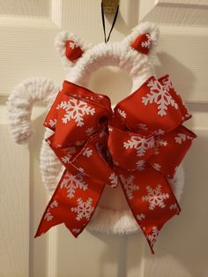 Cat Lovers Gift Ideas; gift ideas; bengal cat; cute cats; white cat; christmas wreaths; aesthetic cat; christmas gift ideas; funny cats; thank you gift ideas; mini gift ideas; aesthetic gifts ideas; christmas; fur babies; cat dad; christmas cat wreath; wreath for front door; entryway christmas decor; christmas decor; cat mom gifts; rescue mom; cat lover gifts; crazy cat lady; i love cats; gift ideas for cat lovers; white cat aesthetic; cat aesthetic #christmas #giftideas #catlovers #petgifts