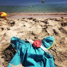 sugarbombs_desugarbombs present: the perfect beachday ☀️☀️☀️ #sugarbombs #perfectgift #babygirlfashion #newborngift #firstbirthdaypresent #babybeachwear #babyshowergift #babyparty #happytime #beach #waves #sun #babyootd #mallorcaparadise #cute #tiny #instababy #instamom #beachbabyshower #beachbaby #babystyle #summertime #lazydays #photooftheday Beach Baby Showers, Newborn Gifts, Beach Waves, Baby Girl Fashion, Beach Day, Baby Shower Gifts, Summertime, Presents, Sun