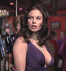 """Lana como Plenty O'Toole: Es mucho lo que un pelele.  Un montón no es el tipo de chica que quiere llevar a casa a su madre.  Esto podría ser un personaje desagradable o uno que se olvida fácilmente.  Lo que realmente me gustaría hacer es una combinación de Minnie Mouse y Leigh Taylor Young """". Lana Wood."""