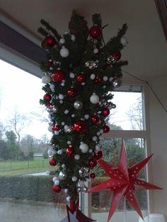Kerstboom op de kop.