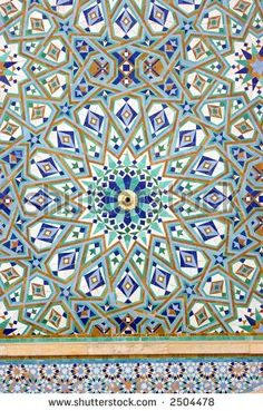 stock photo : A fountain in Casablanca, Morocco, with this beautiful mosaic. Would make a gorgeous quilt!if one had the patience of Job. Mosaic Diy, Mosaic Glass, Mosaic Tiles, Tiling, Islamic Patterns, Tile Patterns, Islamic Designs, Moroccan Art, Moroccan Interiors