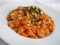 Lauwarmer Möhrensalat, ein sehr schönes Rezept aus der Kategorie Gemüse. Bewertungen: 64. Durchschnitt: Ø 4,3.