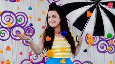 Amy Lee, entre nubes y una lluvia de patitos de goma!