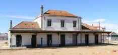 Ferroviaire en Alentejo Portugal, Mansions, House Styles, Trains, Home Decor, Steam Locomotive, Manor Houses, Villas, Fancy Houses