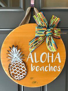 Aloha Beaches, Pineapple Door Hanger, Summer Door Decor, Tropical Door Wreath, Hawaiian Decor, Summer Wreath, Aloha Sign, Pineapple Decor