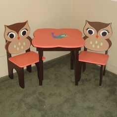 child's table & chair set owl