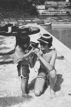 Julian Lennon showing Sean Lennon how to use an instant camera. Julian Lennon, John Lennon Yoko Ono, Polaroid Instant Camera, Toms, People Poses, Half Brother, Step Kids, Dear John, Brotherly Love