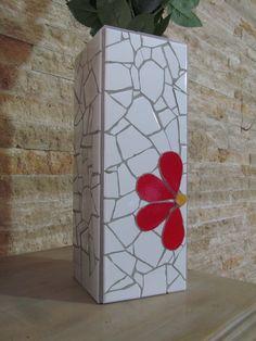 Mosaic Flower Pots, Mosaic Pots, Mosaic Garden, Mosaic Glass, Mosaic Crafts, Mosaic Projects, Glass Painting Patterns, Mosaic Bottles, Homemade Art