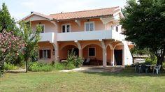 €250 Dovolenkový dom Vila Zadar sa nachádza v obci Privlaka, 18 km od mesta Zadar a 38 km od mesta Novalja.