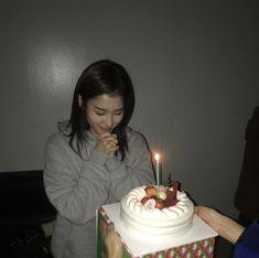 Nayeon, Mamamoo, Kpop Girl Groups, Kpop Girls, Sana Kpop, Twice Birthdays, Birthday Wishes, Birthday Cake, Sana Cute