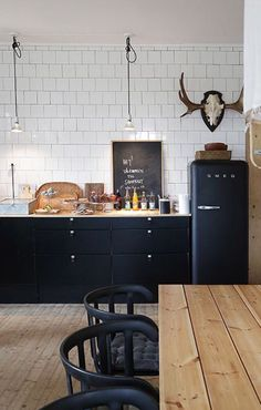 77 Gorgeous Examples of Scandinavian Interior Design Scandinavian-kitchen-with-d. 77 Gorgeous Examples of Scandinavian Interior Design Scandinavian-kitchen-with-dark-features Kitchen Interior, New Kitchen, Kitchen Dining, Kitchen Ideas, Kitchen Wood, Kitchen Cabinets, Kitchen Furniture, Design Kitchen, Furniture Stores