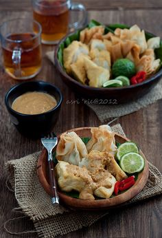 BATAGOR from West Java - Fishcake and dumpling. It is traditionally made from tenggiri (wahoo) fish (consist of fried meatball, fried tofu, potatoes, cabbages, eggs, some kind of pored with peanut spicy sauce with lime). Batagor is actually an abbreviation of Bakso Tahu Goreng. by asri., via Flickr  - asri.'s photostream