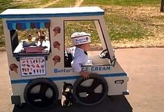 13.) This costume a dad made for his son in a wheelchair.