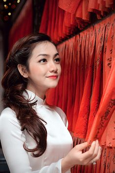 Half tied up - 6 Hair styles that best suit Ao Dai