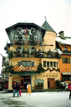 megeve ,france - My husbands uncle owns this. Places To See, Places Ive Been, Best Digital Slr Camera, Hotel Des Invalides, Best Dslr, Ski Holidays, French Alps, Great Hobbies, Green Landscape