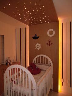 A matéria de decoração de hoje traz todo o encanto do quarto de bebê com fibra ótica. Este estilo de decoração traz uma atmosfera lúdica ao espaço, além de ser econômica e dinâmica.