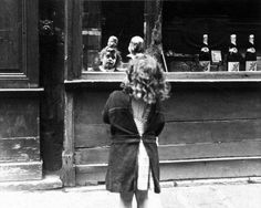 "Robert Doisneau // ""Reflets et merveilles"" Rue Saint Louis en L'Ile, Paris, 1943-44. ( http://www.gettyimages.co.uk/detail/news-photo/rue-saint-louis-en-lile-paris-news-photo/121516222"