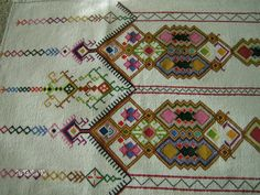 lots of designs! Cross Stitch Cushion, Traditional Outfits, Cross Stitch Embroidery, Bohemian Rug, Embroidery Designs, Elsa, Cushions, Rugs, Greek