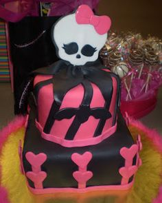 monster high party ideas | ... was designed based on her favorite doll draculaura from Monster High