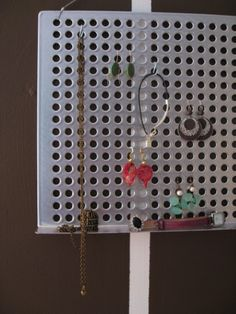 Create a jewelry stand out of a grill tray