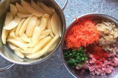 Mäsové guličky pečené spolu so zemiakmi, Hlavné jedlá, recept | Naničmama.sk Cabbage, Cheese, Vegetables, Recipes, Food, Red Peppers, Veggies, Vegetable Recipes, Eten