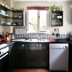 A cozinha em U é sempre  prática. Aposte na ideia.