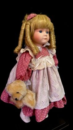 Antiga Boneca De Porcelana Com Ursinho.