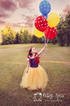 This can be done with Belle too using her colors childrens photography balloons stormy sky Snow White tutu dress Kellye Speer Photography Snow White Photography, Aurore Disney, Snow White Tutu, Princess Shot, Snow White Photos, Ideas Para Photoshoot, Little Girl Photos, Snow White Birthday, Girl Photo Shoots